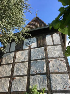 Die Uhr der St. Georgskirche