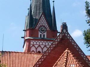 Blick über das Kirchendach in Wieren